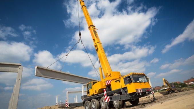 Mobile crane lifitng steel beam