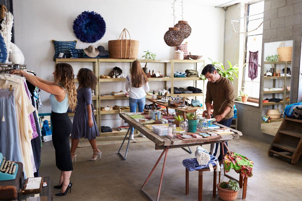 women setting up store